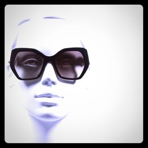 🎉🎉HP🎉🎉 Prada Sunglasses